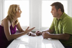 Risultati immagini per coppia che parla